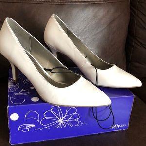 East 5th Women's  Dorit Heels White New